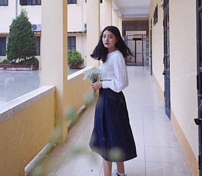 Nữ sinh mặc áo dài trắng tặng hoa ông Kim Jong Un là ai?-5