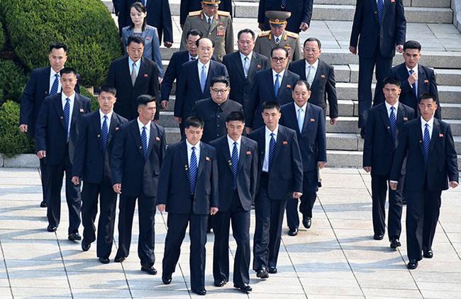 Tiết lộ những thông tin tối mật về 12 cận vệ được coi là lá chắn sống của Chủ tịch Kim Jong Un-8