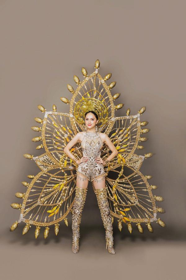 Hoa hậu Chuyển giới Đỗ Nhật Hà gây tranh cãi với trang phục truyền thống Loto show và cờ LGBT tại Miss International Queen 2019-6