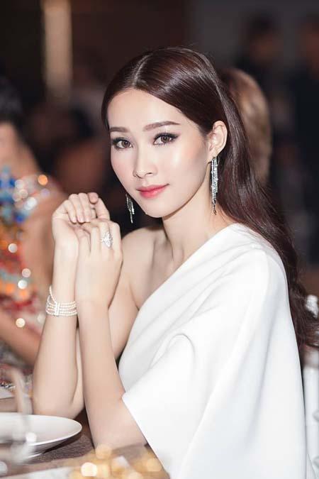 Hoa hậu Đặng Thu Thảo: Cứ im lặng là auto xinh, hễ phát ngôn là chấn động showbiz Việt-4