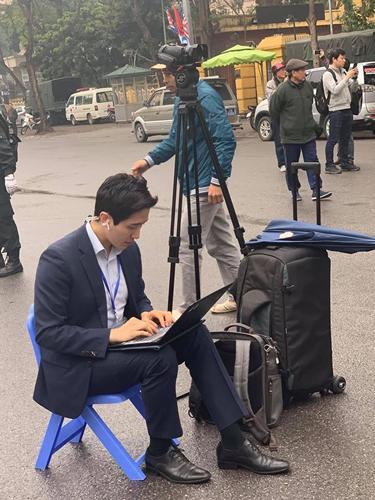 Lộ danh tính nam phóng viên cực phẩm tác nghiệp tại thượng đỉnh Mỹ - Triều-3