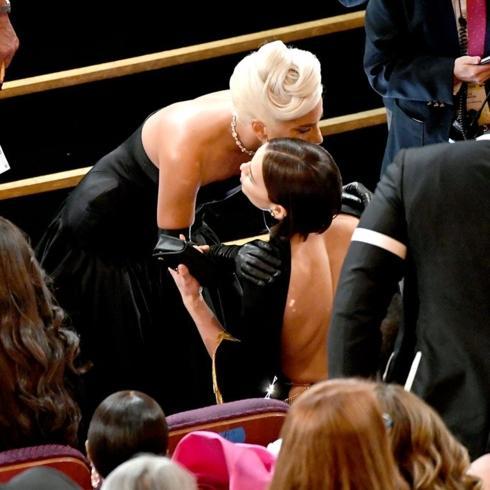 Lady Gaga ôm Irina Shayk, đập tan tin đồn tình tay ba với Bradley Cooper-1