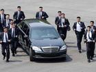 Quần veston ống loe của 12 vệ sĩ chạy bộ quanh lãnh đạo Triều Tiên có gì thú vị?