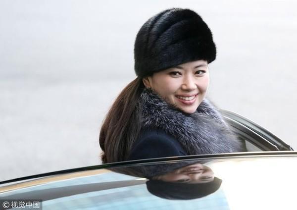 Nhan sắc nữ ca sĩ quyền lực nhất Triều Tiên theo chân ông Kim Jong-un tới Hà Nội-2