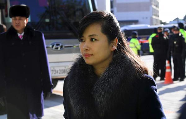 Nhan sắc nữ ca sĩ quyền lực nhất Triều Tiên theo chân ông Kim Jong-un tới Hà Nội-3
