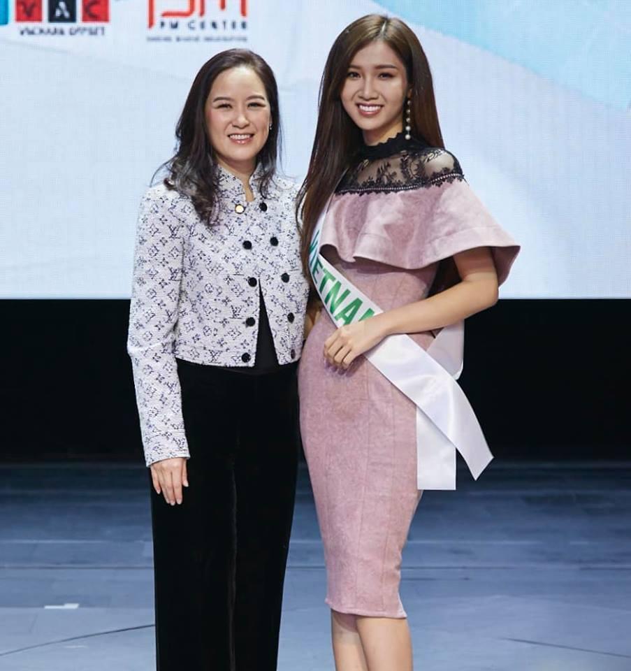 Không kém Hương Giang, Nhật Hà trả lời phỏng vấn tiếng Anh cực bản lĩnh tại Hoa hậu Chuyển giới 2019-2