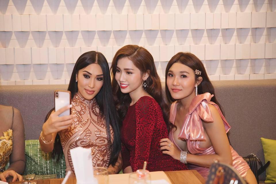 Không kém Hương Giang, Nhật Hà trả lời phỏng vấn tiếng Anh cực bản lĩnh tại Hoa hậu Chuyển giới 2019-6