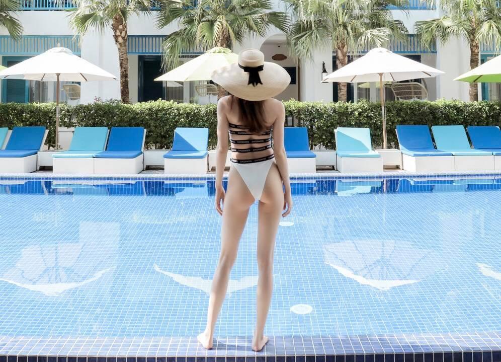 Hoa hậu nghèo Đỗ Mỹ Linh đụng hàng đồ tắm với nữ hoàng giải trí Hồ Ngọc Hà và BB Trần: ai đẹp hơn ai?-8