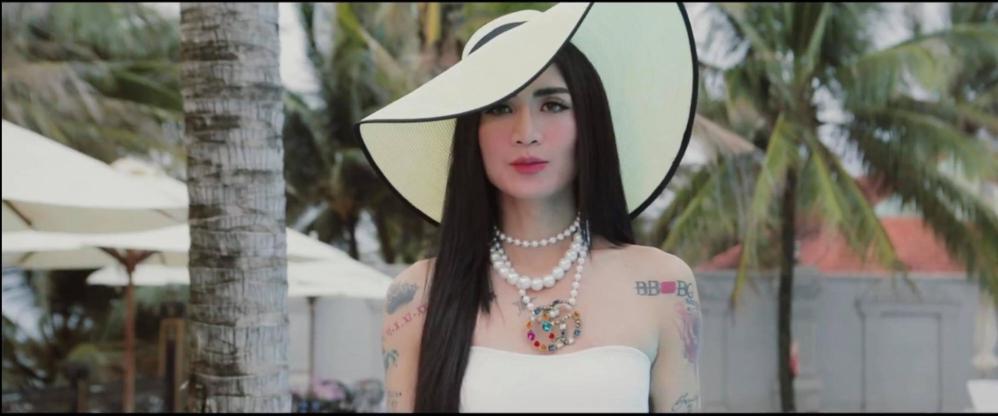 Hoa hậu nghèo Đỗ Mỹ Linh đụng hàng đồ tắm với nữ hoàng giải trí Hồ Ngọc Hà và BB Trần: ai đẹp hơn ai?-9