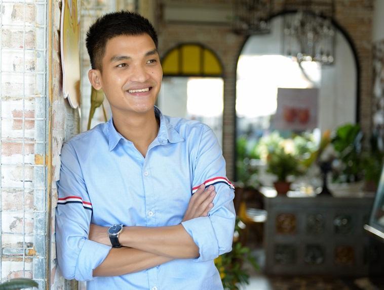 Từ Mạc Văn Khoa đến Trịnh Thăng Bình, Hiền Hồ... cả showbiz Việt vẫn mải mê diện 1 chiếc áo sơ mi quốc dân-4