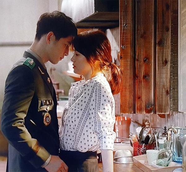 Song Hye Kyo và Song Joong Ki đã yêu nhau quá đẹp ở Hậu duệ mặt trời-3
