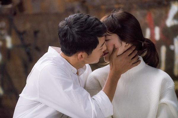 Song Hye Kyo và Song Joong Ki đã yêu nhau quá đẹp ở Hậu duệ mặt trời-4
