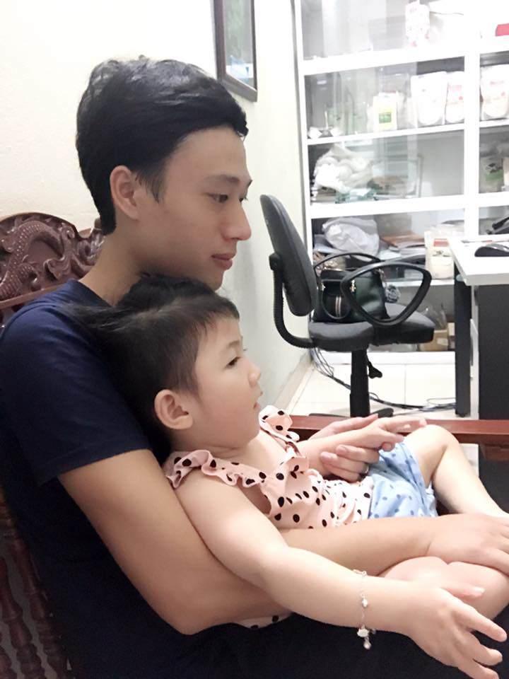 Gần 3 năm được nhận nuôi, đến cả mẹ nuôi cũng xuýt xoa trước ngoại hình cao lớn của bé gái suy dinh dưỡng ở Lào Cai-3