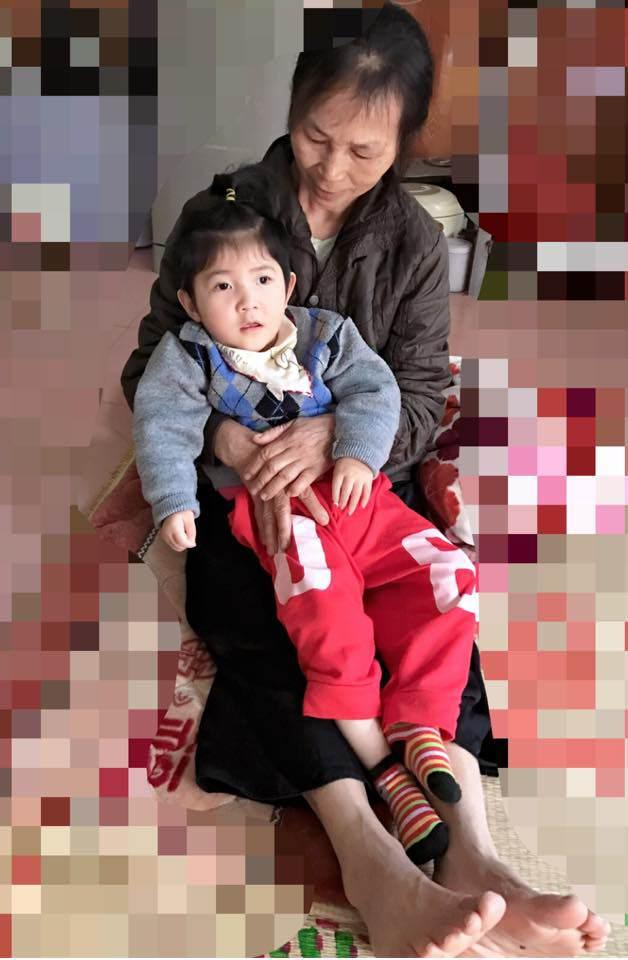 Gần 3 năm được nhận nuôi, đến cả mẹ nuôi cũng xuýt xoa trước ngoại hình cao lớn của bé gái suy dinh dưỡng ở Lào Cai-5