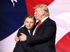 Bí mật thú vị giúp quý tử út của ông Donald Trump ngày càng điển trai