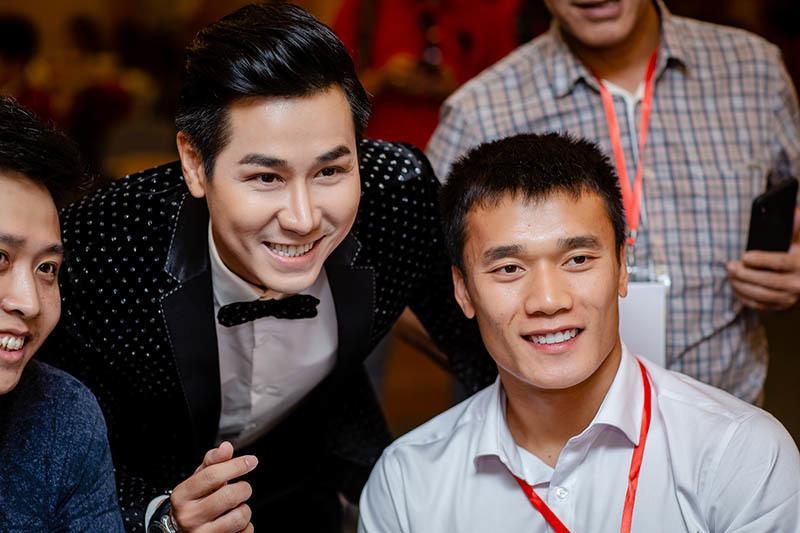 Mặt khác lạ dính nghi án phẫu thuật thẩm mỹ, MC Nguyên Khang bị ví như bản sao của Quyền Linh-7