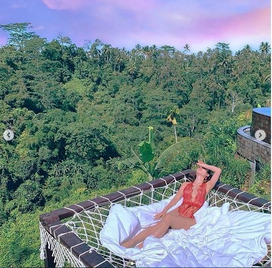 Mặc bikini uốn éo giữa rừng, Phương Trinh Jolie khiến fan lo lắng: Sexy như này có bị côn trùng cắn?-3