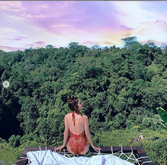 Mặc bikini uốn éo giữa rừng, Phương Trinh Jolie khiến fan lo lắng: Sexy như này có bị côn trùng cắn?-4