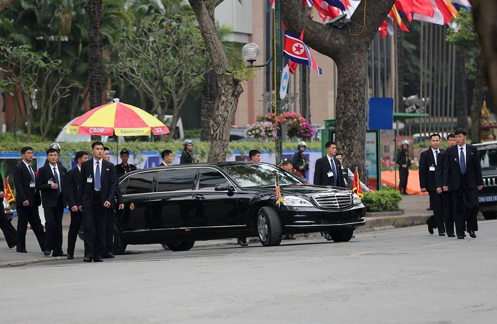 Đội vệ sĩ áo đen Triều Tiên mặt lạnh băng rời khách sạn Melia-4