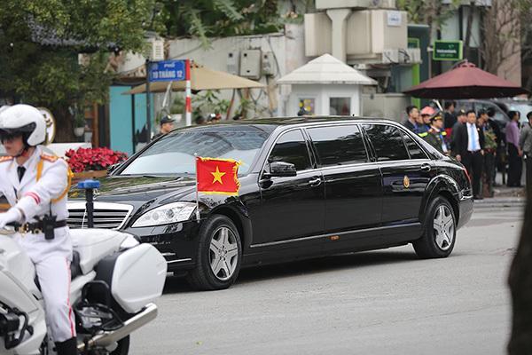 Đội vệ sĩ áo đen Triều Tiên mặt lạnh băng rời khách sạn Melia-8