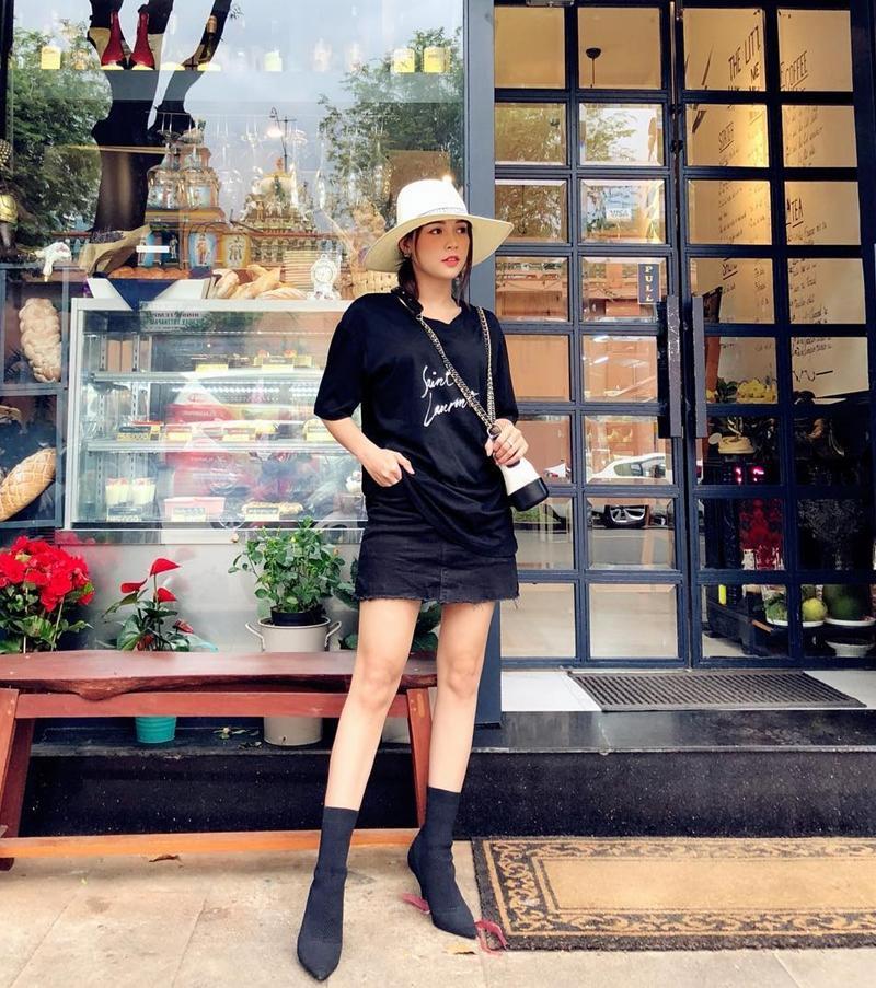STREET STYLE SAO VIỆT: Hà Hồ khoe vòng 1 táo bạo với mốt áo trong suốt - Sơn Tùng mặc quần đùi đi dép lê vẫn đẳng cấp-6