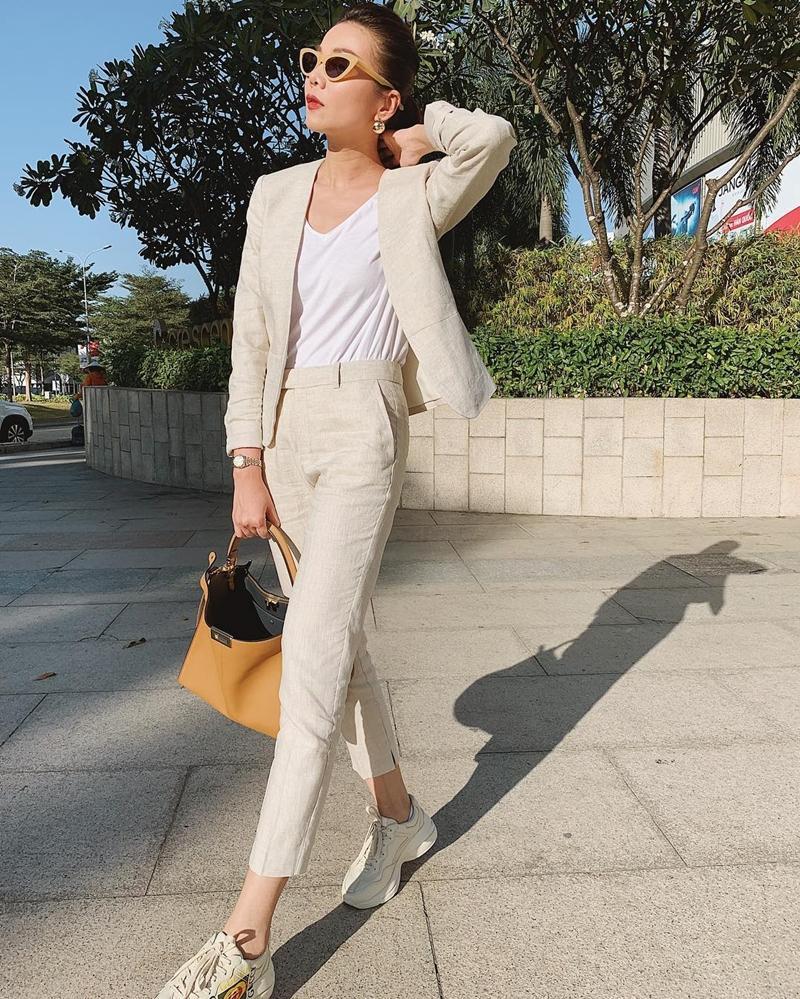 STREET STYLE SAO VIỆT: Hà Hồ khoe vòng 1 táo bạo với mốt áo trong suốt - Sơn Tùng mặc quần đùi đi dép lê vẫn đẳng cấp-8