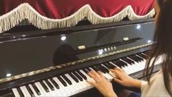 Primmy Trương chơi piano khiến dân mạng ngưỡng mộ