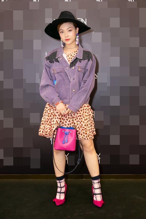 SAO MẶC XẤU: Diva Hồng Nhung rườm rà - siêu mẫu 70 tuổi diện bodysuit mém lộ hàng-2