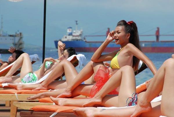 Khoe thân gợi cảm với bikini, những mỹ nhân này đã thiêu đốt màn ảnh Việt-9