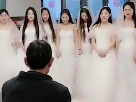 7 cô dâu đứng trước mặt 1 người đàn ông và câu chuyện đằng sau về lòng hiếu thảo gây xúc động