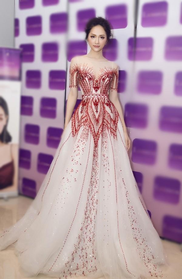 Hễ xuất ngoại là Hương Giang lại ám ảnh fan quốc tế với chiêu thời trang thần thánh này-5