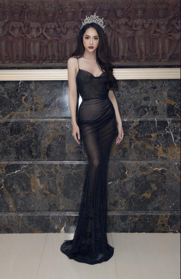 Hễ xuất ngoại là Hương Giang lại ám ảnh fan quốc tế với chiêu thời trang thần thánh này-11