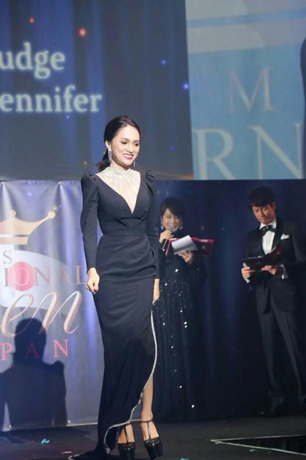 Hễ xuất ngoại là Hương Giang lại ám ảnh fan quốc tế với chiêu thời trang thần thánh này-12
