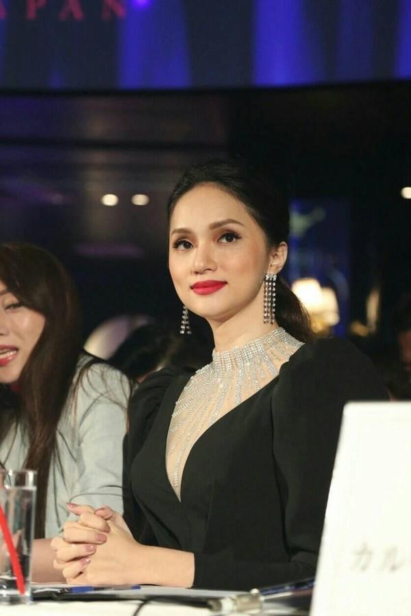 Hễ xuất ngoại là Hương Giang lại ám ảnh fan quốc tế với chiêu thời trang thần thánh này-13