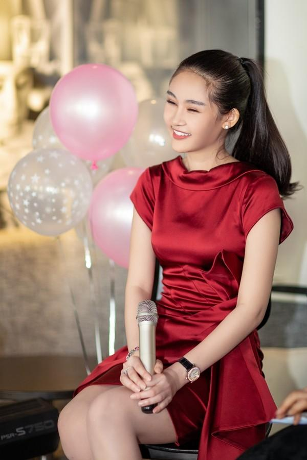 Hương Giang gây thổn thức với khoảnh khắc đẹp tựa tiên nữ - Ngọc Trinh hóa nàng thơ nổi nhất thảm đỏ tuần qua-11