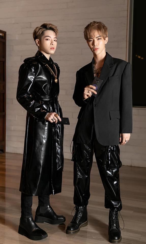 Kiếm hàng trăm triệu mỗi tháng nhưng Đức Phúc - Erik lại siêu tiết kiệm bằng cách mặc quần áo của nhau-1