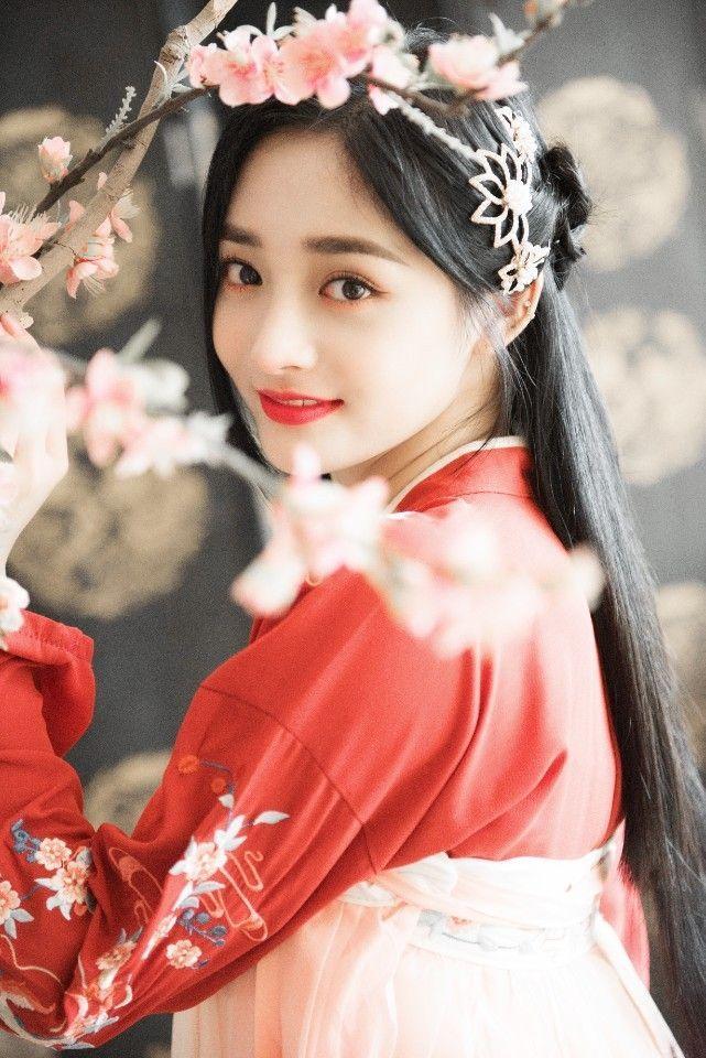 Dung mạo như hoa của mỹ nhân bị đồn cặp kè với thiếu gia giàu nhất Trung Quốc Vương Tư Thông-4