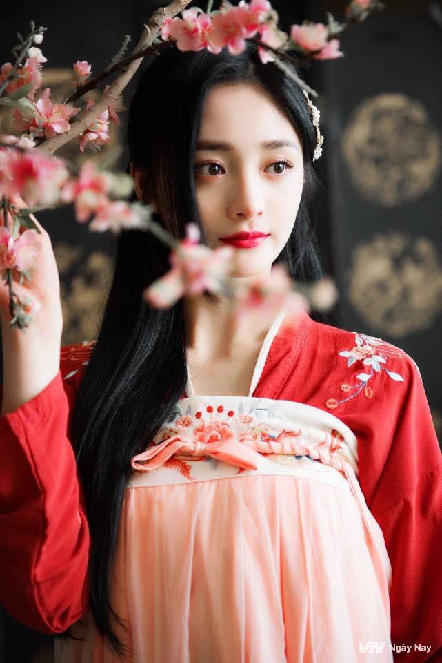 Dung mạo như hoa của mỹ nhân bị đồn cặp kè với thiếu gia giàu nhất Trung Quốc Vương Tư Thông-6