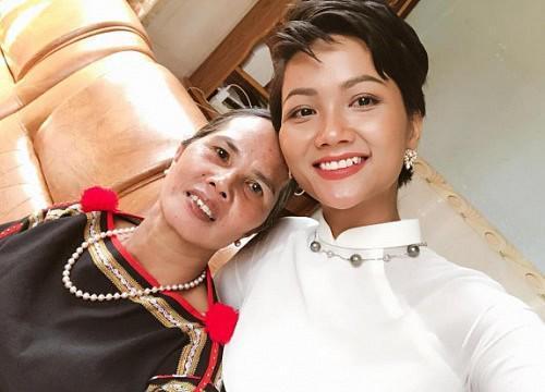 HHen Niê mua trang sức 80 triệu tặng mẹ, ai cũng cảm động khi biết câu chuyện đằng sau-3