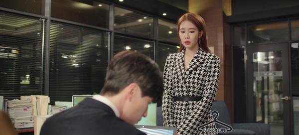 Cùng vào vai thư ký nhưng gu thời trang công sở của Park Min Young và Yoo In Na lại khác nhau một trời một vực-6