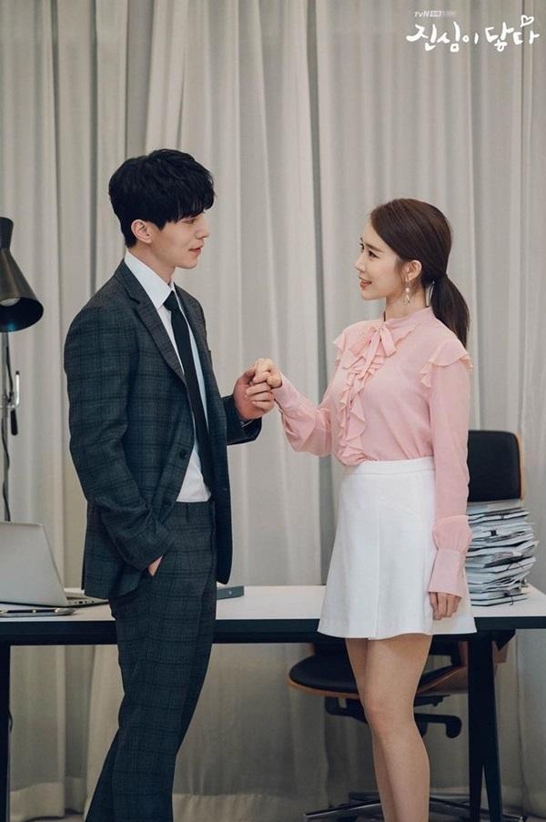 Cùng vào vai thư ký nhưng gu thời trang công sở của Park Min Young và Yoo In Na lại khác nhau một trời một vực-8