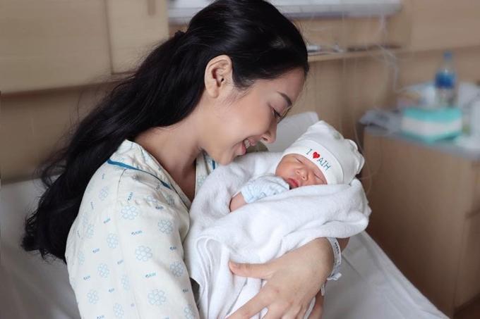 Sinh con gần 2 tháng, em gái Nhã Phương tiết lộ bị mẹ chồng lẫn mẹ đẻ bắt kiêng tắm, không cho uống nước lạnh-2