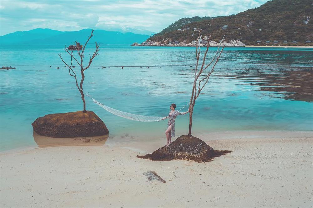 Phương Trinh Jolie thích thú vì có thể khỏa thân dạo chơi ở khu du lịch-12