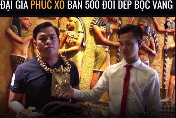 Phúc XO quay clip bán 500 đôi dép gắn vàng, cư dân mạng chỉ chú ý đến người đỡ vàng trên cổ cho anh-1