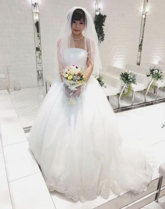 Diễn viên phim cấp 3 Nhật Bản tổ chức đám cưới với chính mình-1