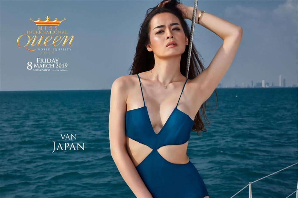 Chỉ 1 nụ cười và hất tóc trong vòng 10 giây, Hương Giang mặc bikini đẹp lấn át cả dàn thí sinh Miss International Queen 2019-4