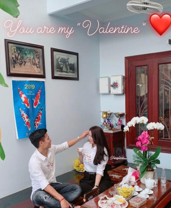 Thêm 1 mẫu áo sơ mi quốc dân lấy lòng từ hoa hậu Kỳ Duyên, Phương Khánh đến các cầu thủ như Văn Thanh, Bùi Tiến Dũng-7