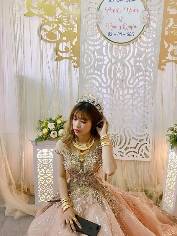 Cô dâu số hưởng nhất mạng xã hội hôm qua: Của hồi môn trĩu cổ toàn vàng, đã vậy còn lấy được chồng đẹp như soái ca-1