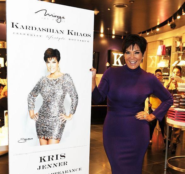Nhà Kardashian giàu sụ vì đến sách ảnh nhảm cũng bán được 32.000 bản-3