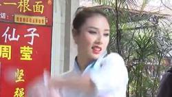 Nhà hàng Trung Quốc hút khách với điệu nhảy mì mê hoặc